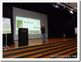 Ramon Durães palestrando na abertura DevBrasil Summit 2013 na FIAP em São Paulo
